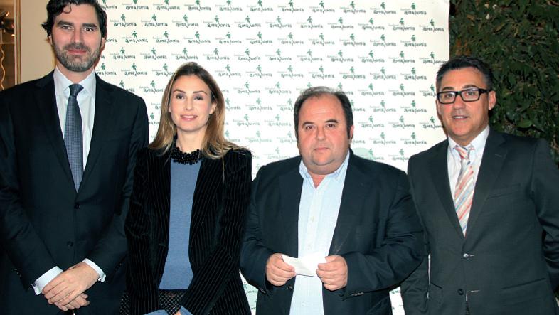 Víctor Ribot, gerente de Son Espases, junto a su esposa, Xavier Feliu, gerente de Son Llàtzer y Esteban Revert, de la Fundación Amazonia.
