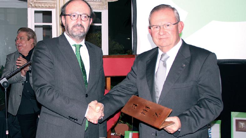 Raimundo Fortuny hizo entrega del galardón a Francisco Roses de Querol.
