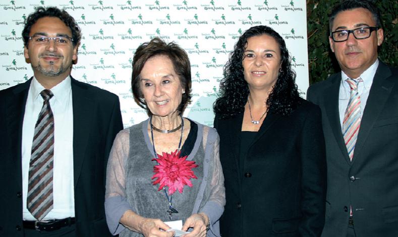 Juana María Román entre Víctor Hernández y su señora María González, junto a Esteban Revert, gran colaborador de la Fundación Amazonia.