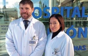 El doctor Daniel Pujadas y la doctora Vanessa Tovar.
