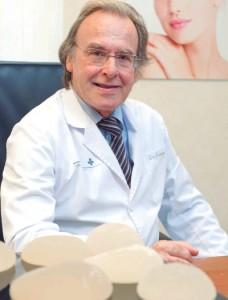 El doctor Julio Martínez-Almoyna, experto en Senología y Patología Mamaria .