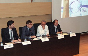 El conseller Martí Sansaloni, el director gerente de Son Espases,Víctor Ribot, el jefe de Servicio, Miquel Rubí y el gerente de Son Llàtzer, Xavier Feliu, durante la presentación.