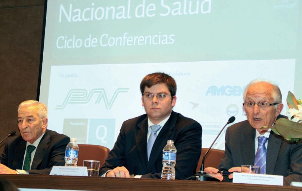 Miguel Carrero, Martí Sansaloni y Alfredo Milazzo que presenta la figura política del conseller mallorquín.