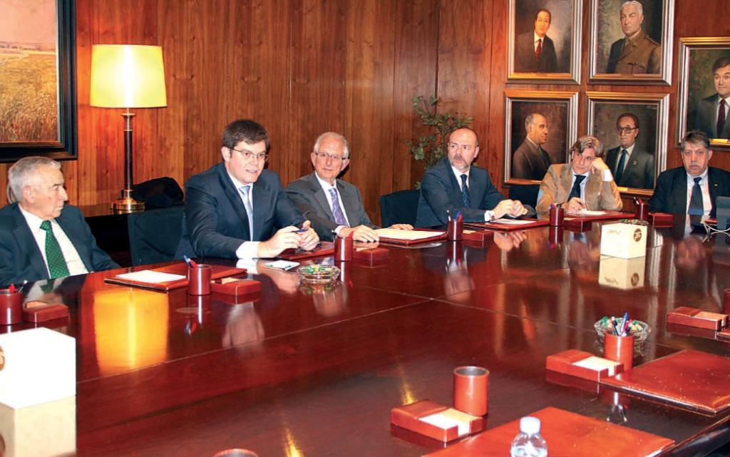 Sansaloni con la directiva de PSN preparando la conferencia y analizando el momento sanitario de Baleares y España en su conjunto