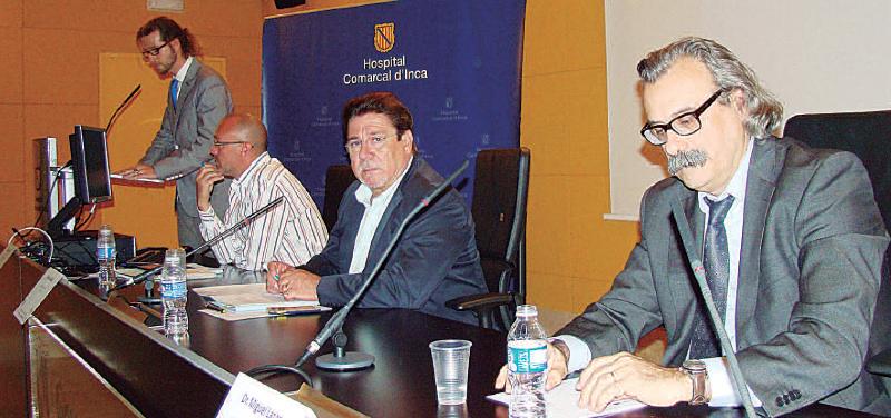 Presentó el acto el doctor Javier Kuhalainen, y los ponentes que formaron parte de la mesa de comunicación, David Oliver, Joan Calafat y Miguel Lázaro.