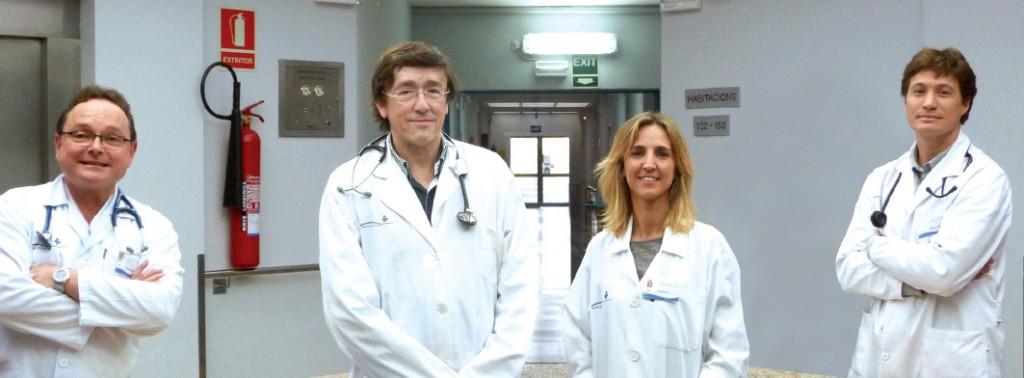 El doctor José Luís García, (en el centro), Especialista en Medicina Interna, la Dra. Mónica Marín, el Dr. Hernán Pra, y el Dr. Leonardo Reyes -especializado en Neumología.