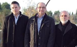 Emilio López-Navarro, a la izquierda, junto a dos de sus compaleros de investigación.