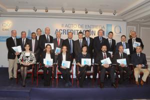 Todos los representantes de los grupos galardonados en el II Acto de Entrega de la Acreditación QH del IDIS