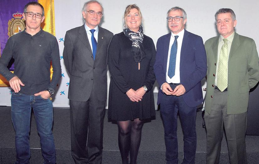 Los doctores Javier Arranz, Macià Tomàs, Joan Carles March y Antonio Fe Marqués, junto a la consellera de Salut, Patricia Gómez.