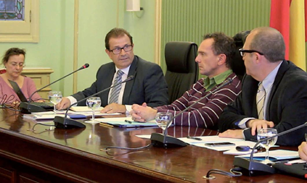 El rector de la Universitat de les Illes Balears, Llorenç Huguet, en un momento de su intervención en la Comisión Parlamentaria.
