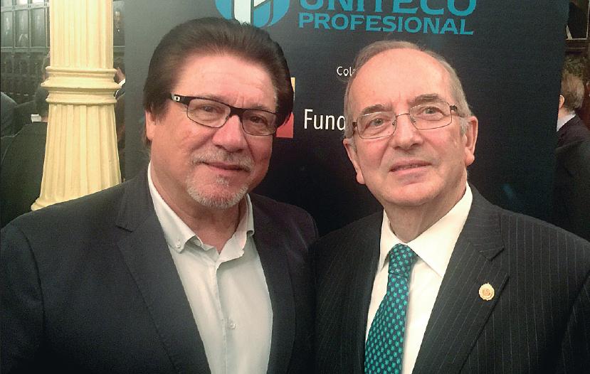 El presidente de Uniteco, Gabriel Núñez, posa con el editor de Salut i Força, Joan Calafat.